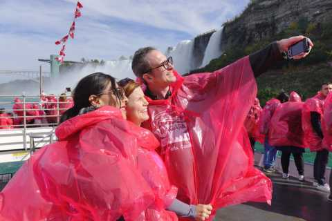 Toronto: Luxury Small-Group Niagara Falls Day Tour