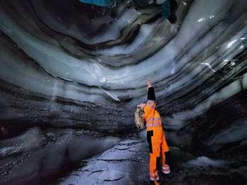 Langjökull-Gletscher: Schneemobilfahrt & Eishöhlen-Tour