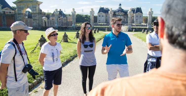 From Paris: Chateau de Fontainebleau & Vaux-Le-Vicomte Tour