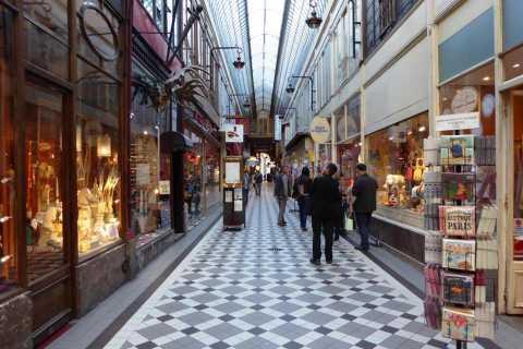 Paris: 2-Hour Passages Private City Tour in German