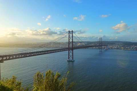 Lisbon: Small Group Scenic Sightseeing Tour by Minivan
