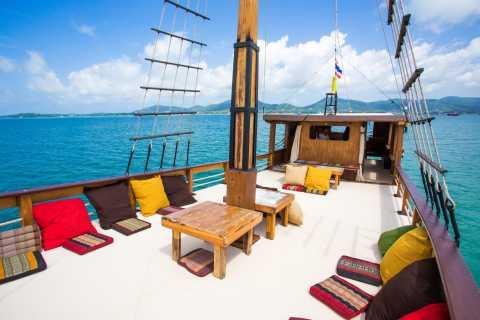Ab Phuket: Ganztägige Bootstour entlang der Andamanenküste