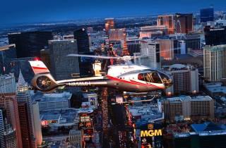 Las Vegas: Helikopter-Flug bei Nacht über den Strip