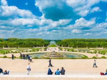 Ab Paris: Schloss Versailles Tagestour mit Mittagessen