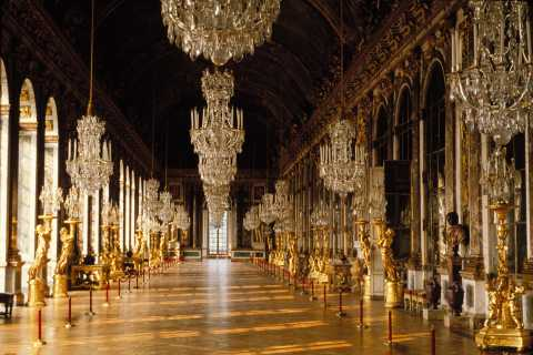 Versailles: Skip-the-Line Day Tour & Transfer from Paris