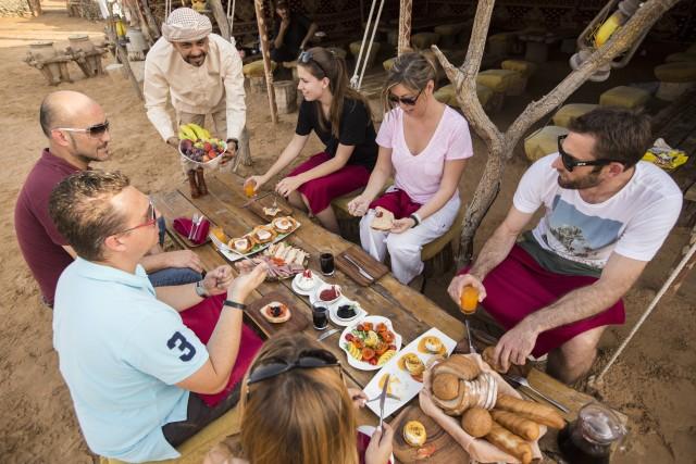 Dubai: ballonvaart bij zonsopgang met ontbijt en valkenfoto