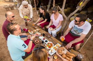Ab Dubai: Ballonflug am Morgen mit Frühstück und Falken-Foto