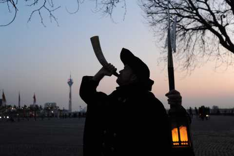 Düsseldorf: Guided Tour with a Night Watchman