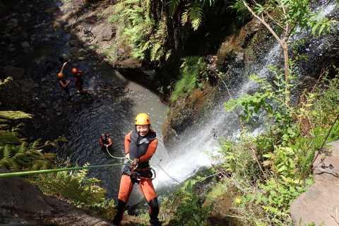 Funchal: Halbtägiges einfaches Canyoning-Erlebnis
