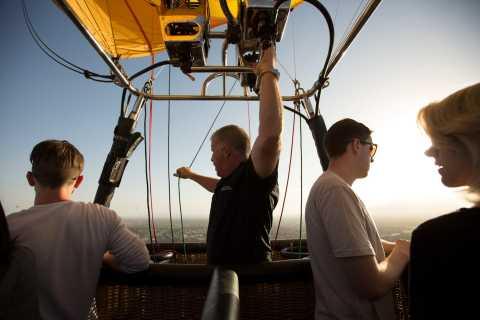 Albuquerque: Sunrise Rio Grande Valley Hot Air Balloon Rides
