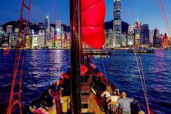 Hong Kong: Passeio Noturno em Barco Junco Chinês c/ Vinho
