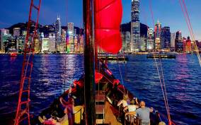 Hong Kong:Evening Cruise Tour in Chinese Junk Boat with Wine