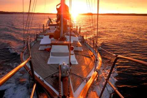 Lisbon: 2-Hour Sunset Cruise by Vintage Sailboat
