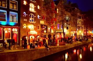Amsterdam: 1,5-stündiger Abend-Rundgang im Rotlichtviertel