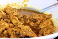 Aula de culinária com curry e almoço