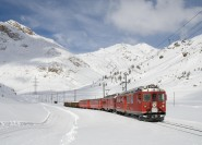 Ab Mailand: Ganztägige Bernina Zug & St. Moritz Tour