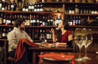 Barcelona: Kleingruppen-Rundgang mit Tapas und Wein