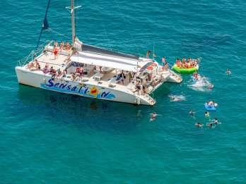 Barcelona: 3-stündige Party- und Grill-Tour mit dem Boot