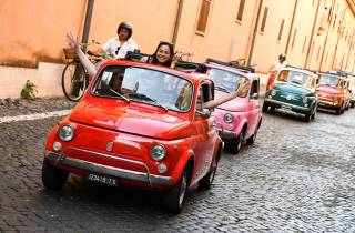 Rom: 90-minütige Fahrt im Konvoi im alten Fiat 500