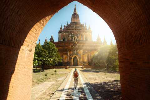 Bagan: Full Day Guided E-Bike Tour with Lunch