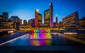 Toronto: Small Group Evening Sightseeing Tour