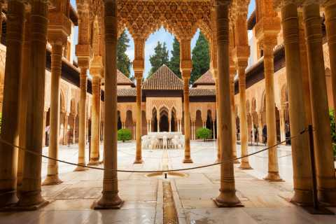 Alhambra, Generalife & Nasrid Palaces: Tour with Fast Track