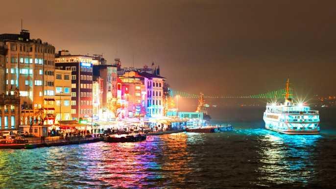 Estambul: crucero por el Bósforo con cena y entretenimiento