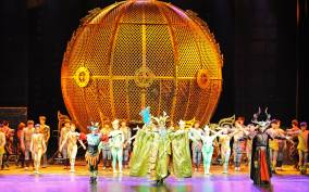 Beijing: Chaoyang Acrobatic Show with Optional Transfer