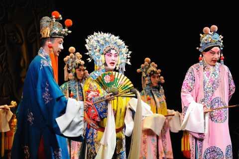 Beijing: Peking Opera Show and Optional Transfer