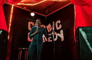 Berlin: Cosmic Comedy Show mit Pizza und kostenlosen Shots