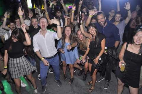 Buenos Aires Pub Crawl: With Free Drinks and Free Pizza