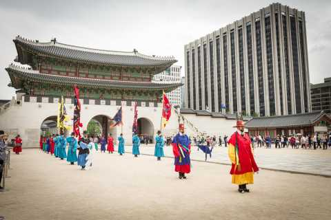 Morning 3-Hour Intro to Seoul Tour (Palace, Temple & More)