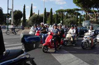 Rom: Private Vespa-Tour mit Fahrer-Option
