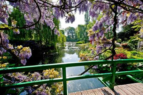 From Paris: Private Day Trip to Giverny and Auvers sur Oise