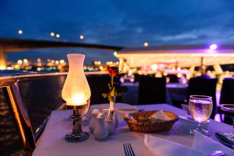 Bangkok: cena-crucero de 2 horas en el Chao Phraya Princess