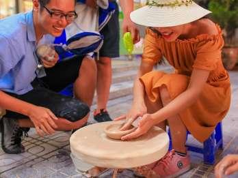 Bat Trang Keramik altes Dorf mit dem Motorrad