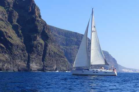 Los Gigantes: Whale Watching per Segelboot mit Abholung