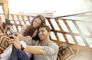 Dubai: Sonnenuntergangs-Bootsfahrt & emiratischem High Tea