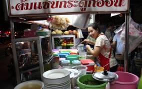 Chiang Mai: Evening Local Street Food Market Tour