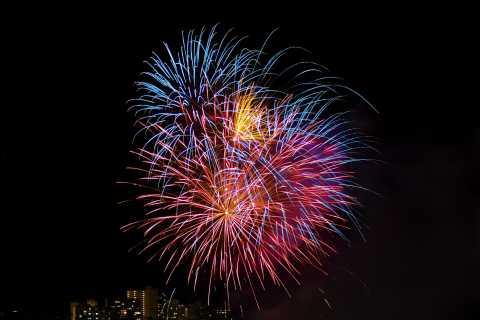 Oahu: tour notturno di 30 minuti e tour in elicottero dei fuochi d'artificio