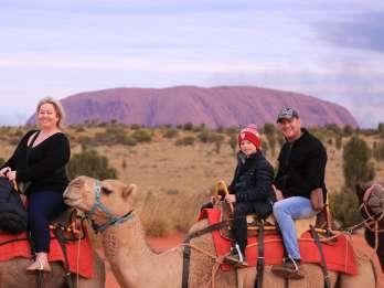 Uluru: Kamelsafari im Abendrot mit Imbiss im Outback-Stil
