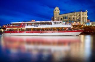 Wien: Abendliche Bootsfahrt mit Dinner