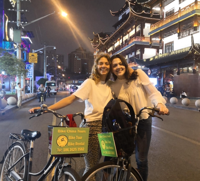 Shanghai: 4-Hour Nightlife Adventure & Tasting Bike Tour