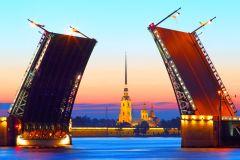 São Petersburgo: Passeio Barco Noturno c/ Pontes Levadiças