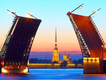 St. Petersburg: Abendliche Newa-Bootsfahrt mit Klappbrücken