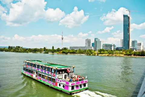 Vienna: Cruise and Schnitzel Tour