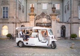 What to do in Zurich - Zurich: 1.5-Hour Hot Stone Barbecue Tuk-Tuk Tour