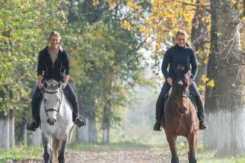 San Gimignano: Horseback Riding, Wine Tasting & Lunch
