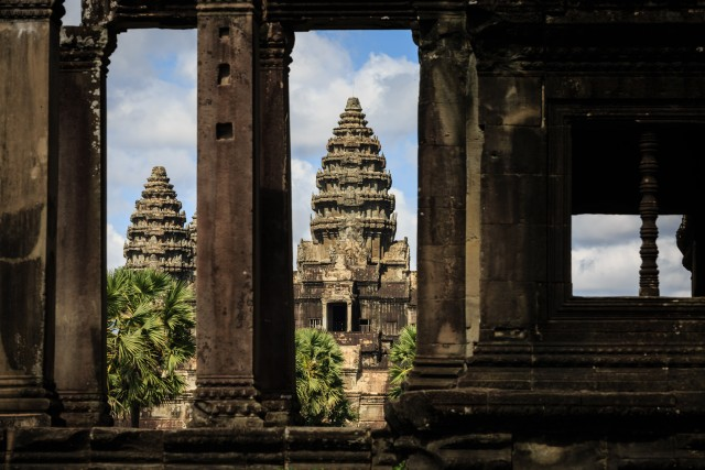 Angkor: Temple Day Tour and 4-Course Gastronomic Experience