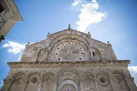 Tour della cattedrale e cultura di Troia con degustazione di pasticceria